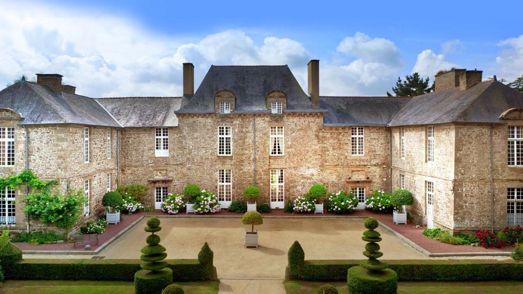 bretagne-chateauetjardinsdelaballue-cour-dhonneur