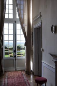 Interieur du château de La Ballue et vue sur les jardins
